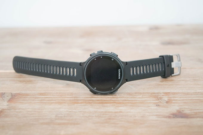 Часы для триатлона Forerunner 735XT. Вид спереди