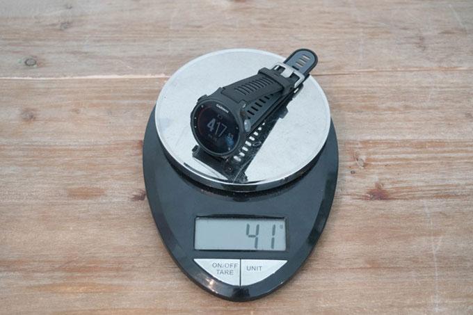 Часы для триатлона Forerunner 735XT. Сравнение по размеру и весу