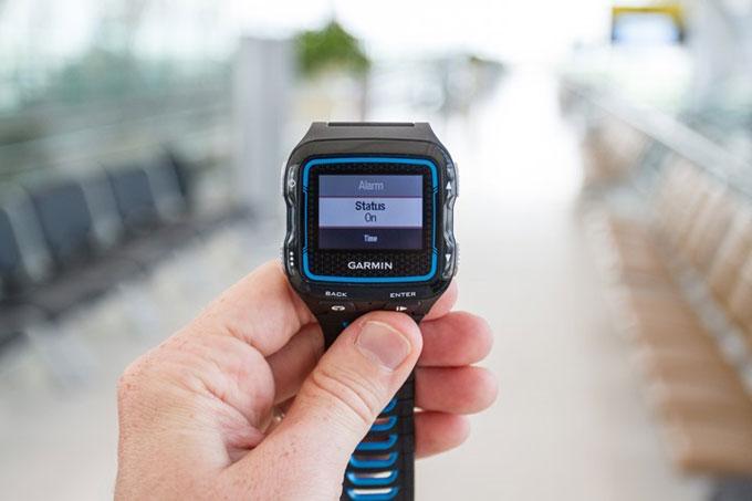 Спортивные часы для триатлона Garmin Forerunner 920XT. Будильник